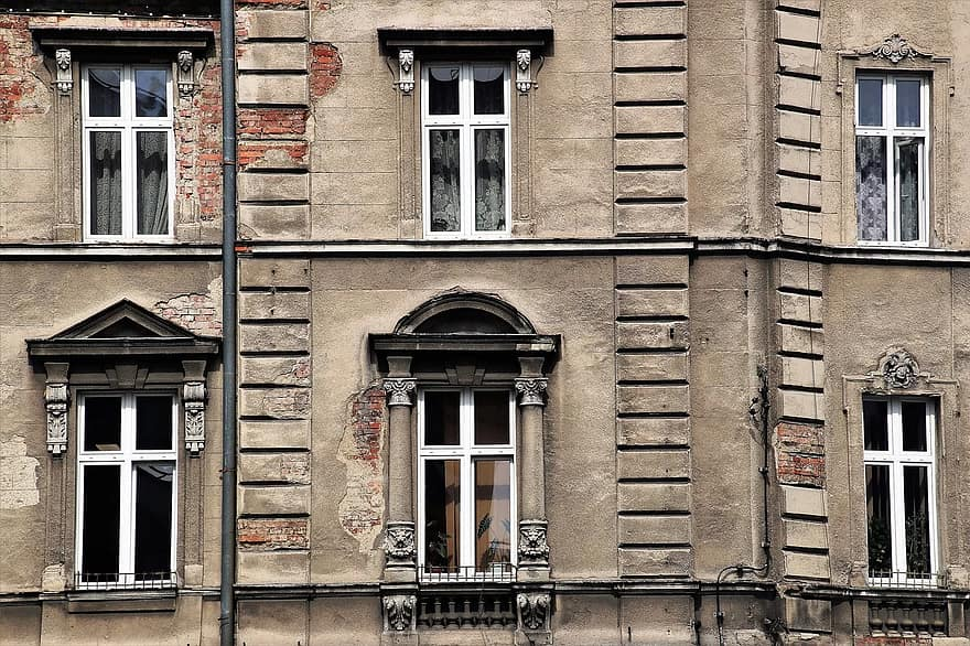 old-windows-old-plaster-facade-kamienica-monument-architecture-window-house-old.jpg