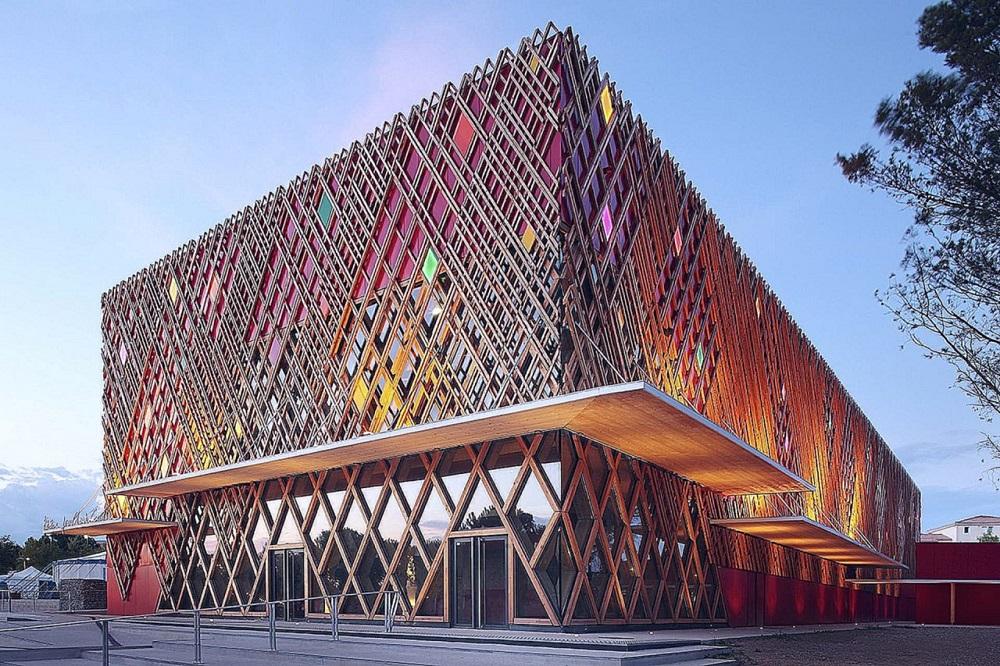Arhitekturnye-elementy-fasada-zdaniya-v-sovremennom-stroitelstve.jpg