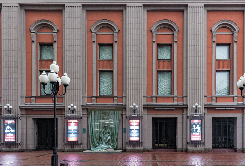 Вид на главный фасад театра-2.jpg